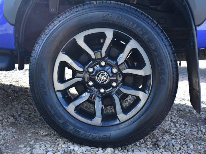 Blue Toyota Hilux 2.8 Invincible X 4wd D-4d Dcb 2021